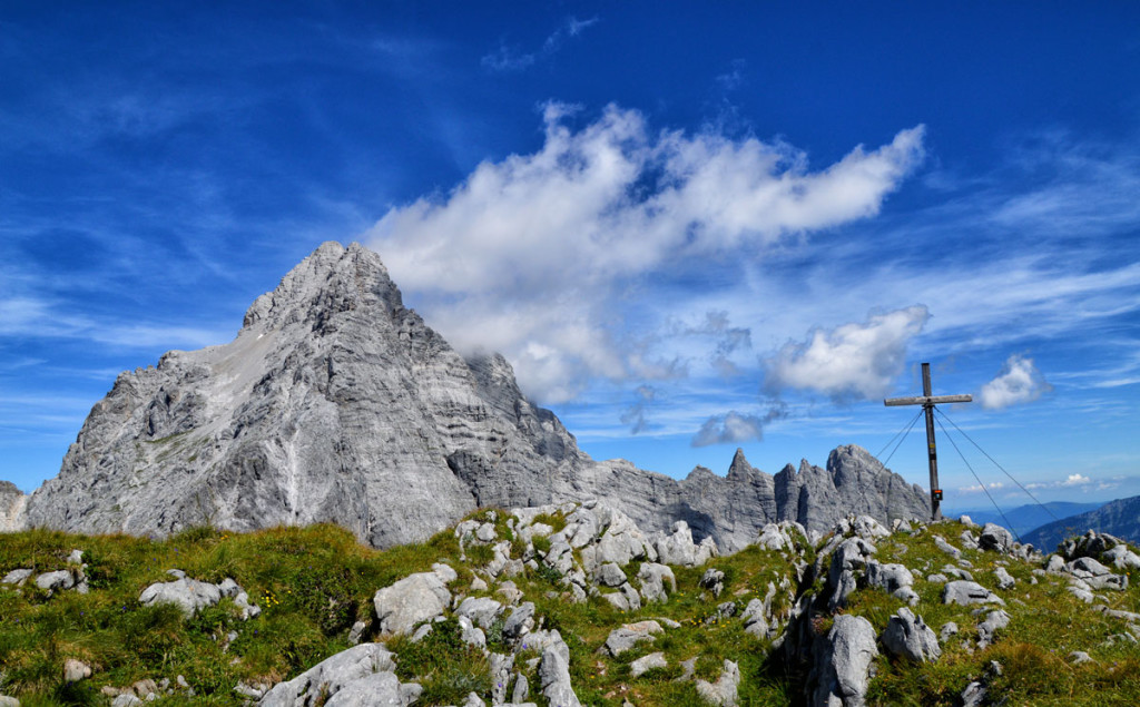 Das Gipfelkreuz auf dem Hirschwieskopf 2.114 m