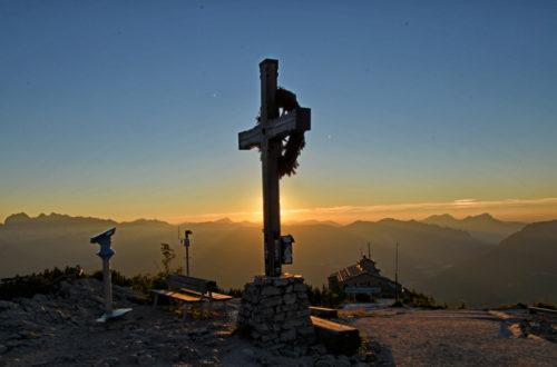 Das Gipfelkreuz des Kehlsteins und das Kehlsteinhaus