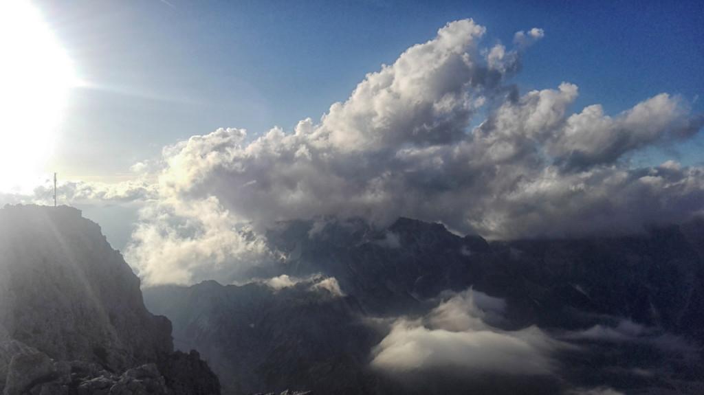 HUndstod-gipfel-wolken