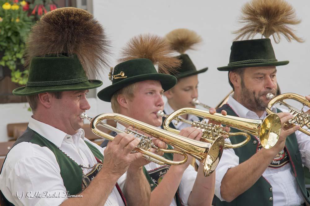 Standkonzert der Musikkapelle Piding auf dem Rupertusplatz vor der Touristinfo