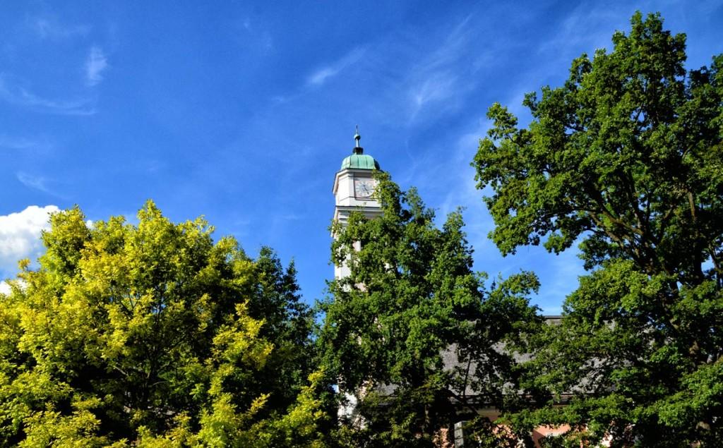 Der Turm der Pfarrkirche St. Andreas