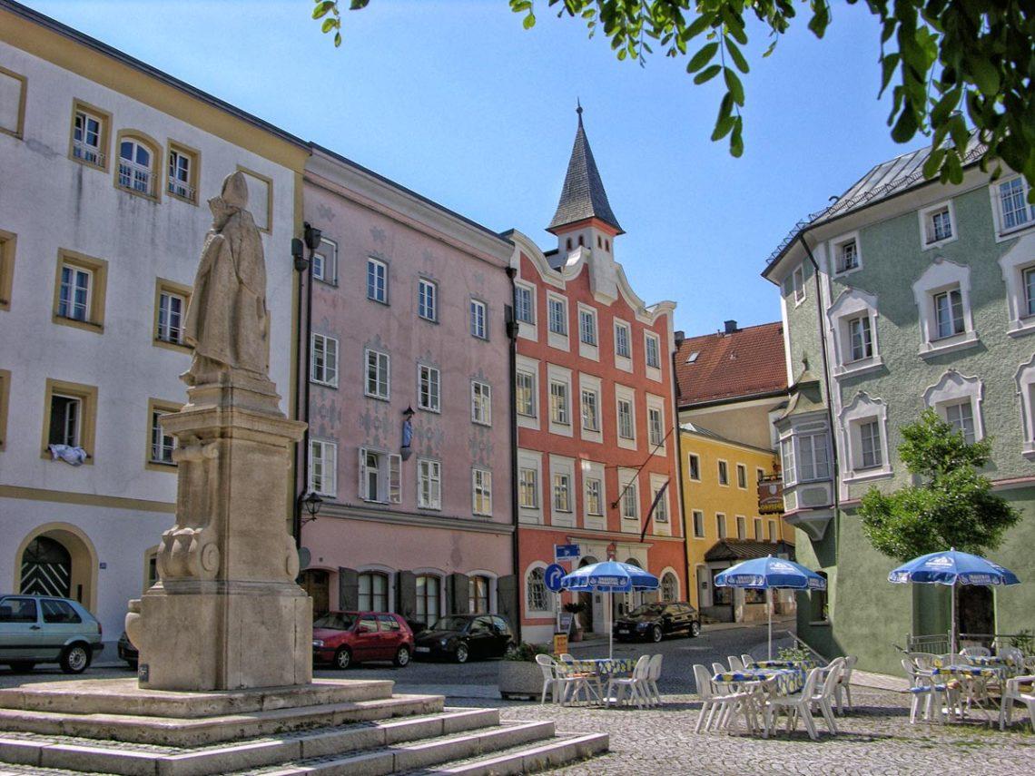 Der Rupertusplatz in der Stadt Laufen