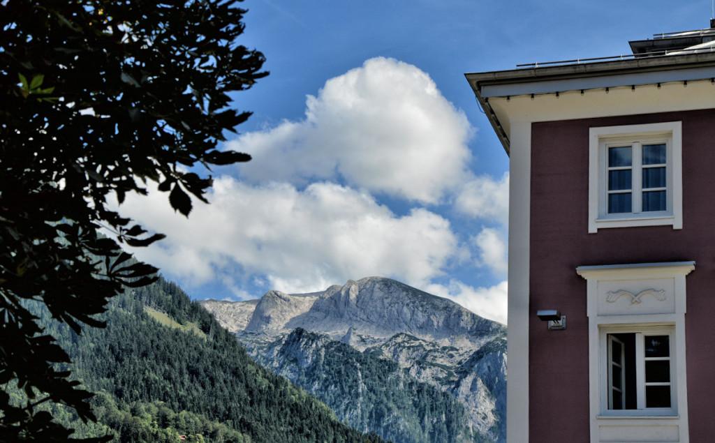 Blick am Triembacherhaus vorbei zum Hohen Brett