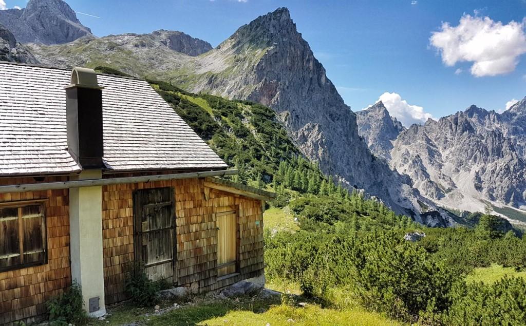 Jagdhütte oberhalb des Trischübels