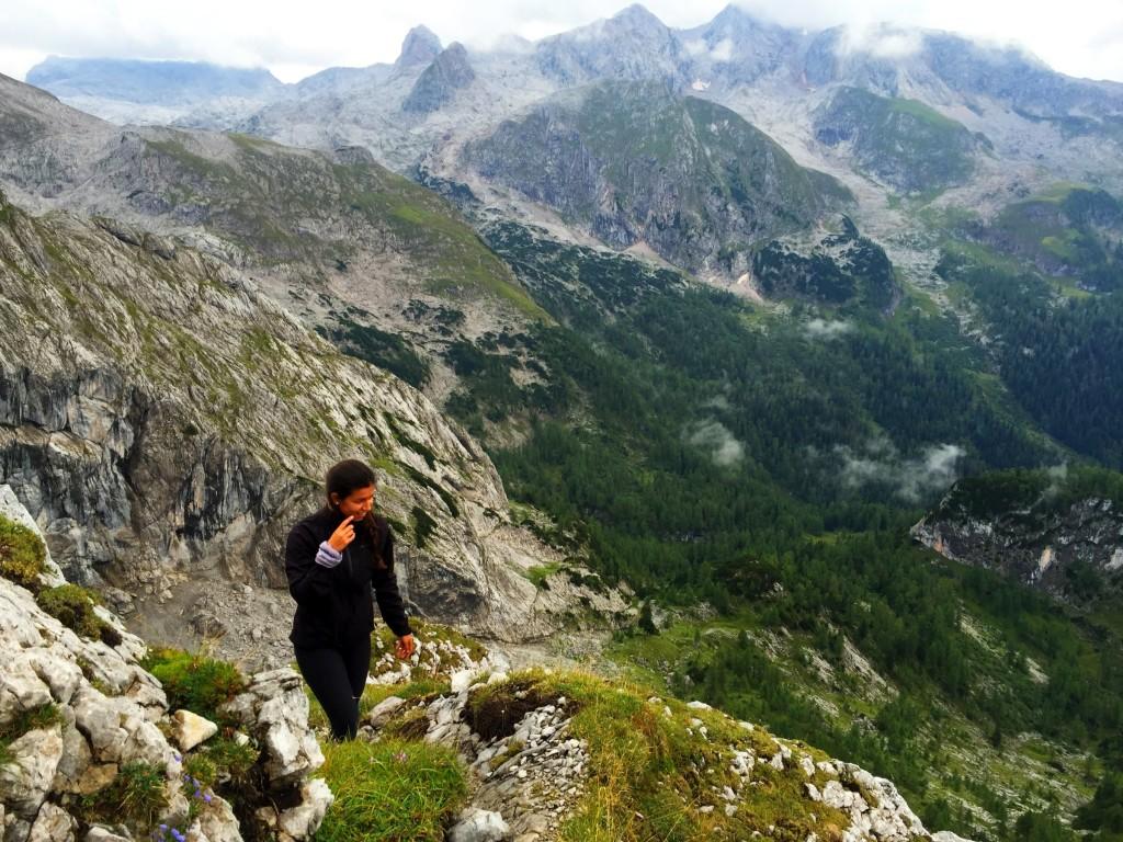 Emmy nach der Kletterstelle auf dem Weg zum Teufelshorn