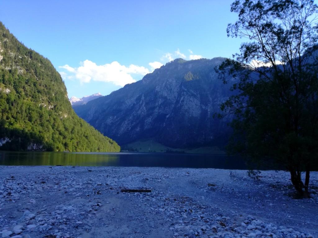 Blick vom Flussbett des Eisbaches auf den Königssee