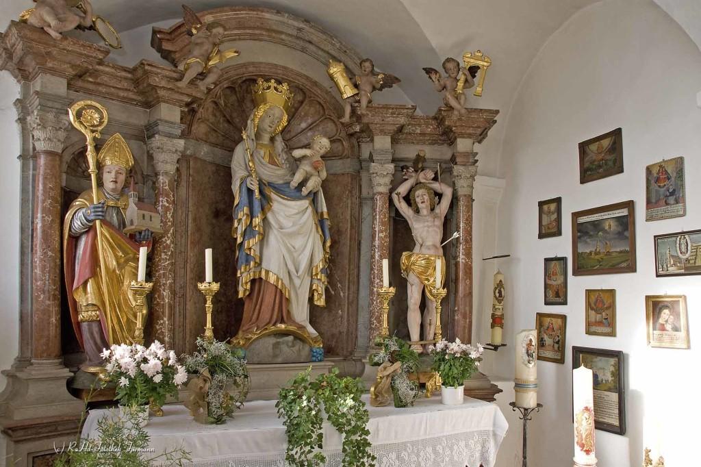 """die Wallfahrtsmadonna (schöne Madonna"""" genannt von 1430) Weildorf war eine große Wallfahrt und lebt derzeit wieder als Wallfahrtsort auf, Votivtafeln erzählen von Bitte und Dank an die Muttergottes von Weildorf, Gemeinde Teisendorf, Rupertiwinkel, Berchtesgadener Land, Oberbayern"""