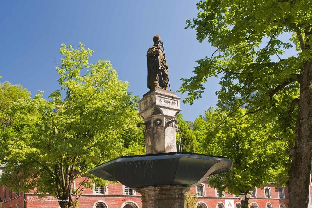 Rupertusbrunnen vor der alten Saline in Bad Reichenhall