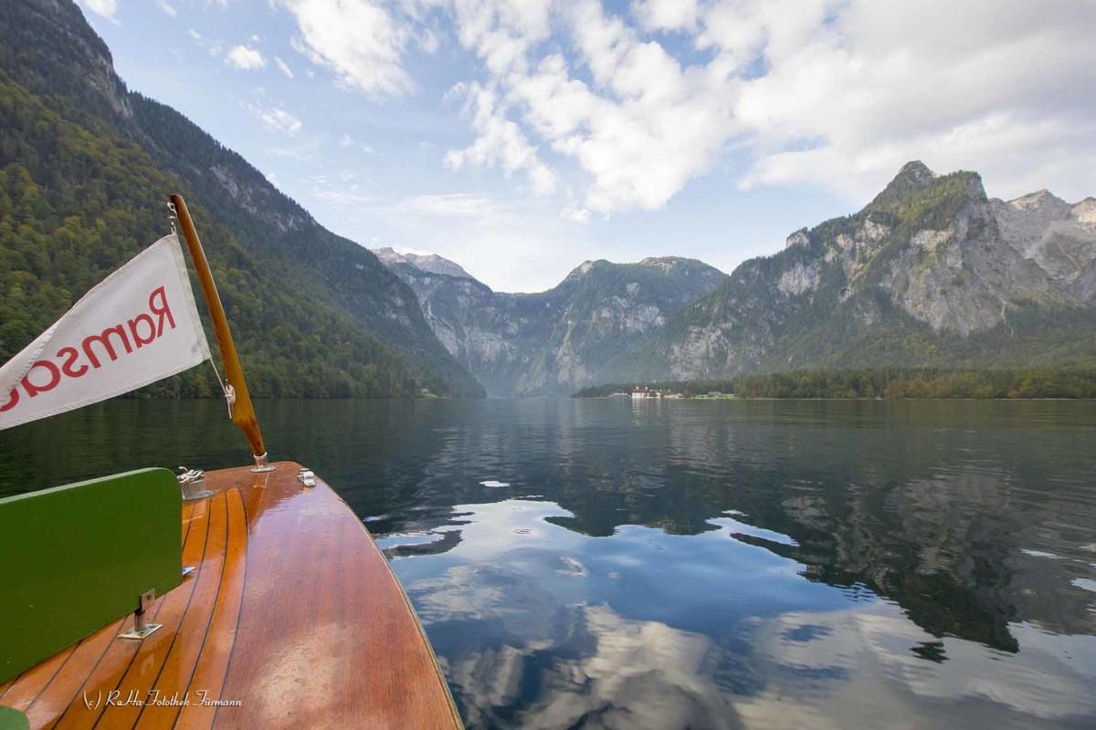 die Schifffahrt auf dem Königsees vor Bartholomä im Berchtesgadener Land, Oberbayern, Deutschland,