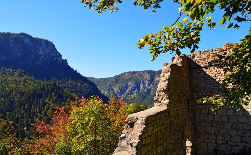 Herbst an der Burgruine Karlstein