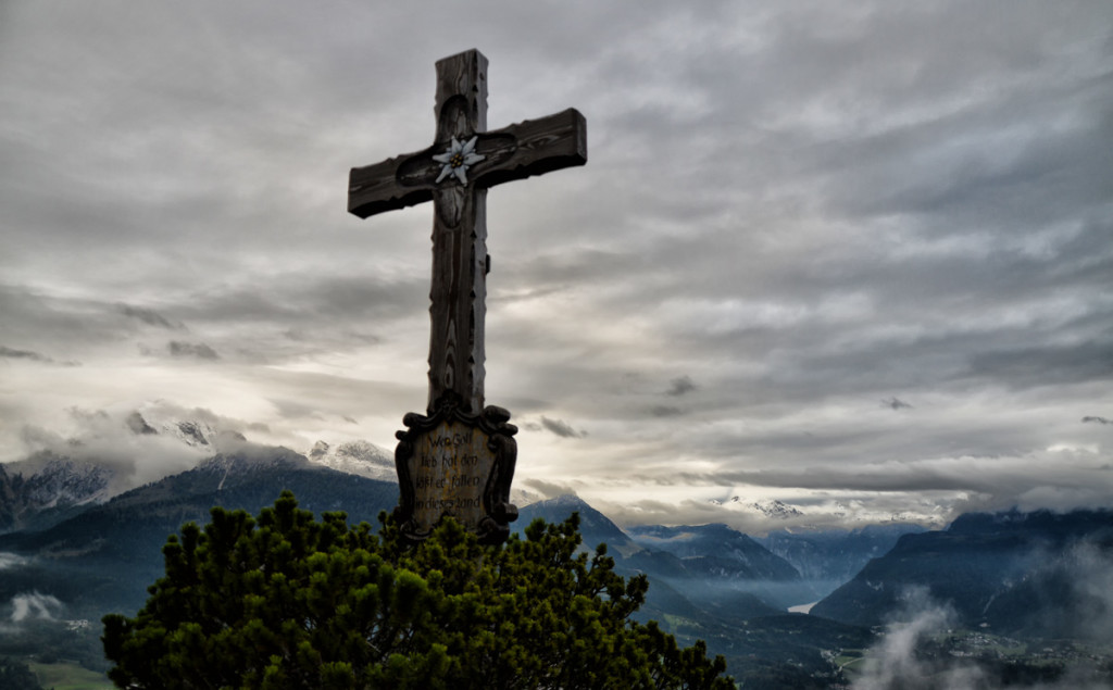 Das Gipfelkreuz der Kneifelspitze