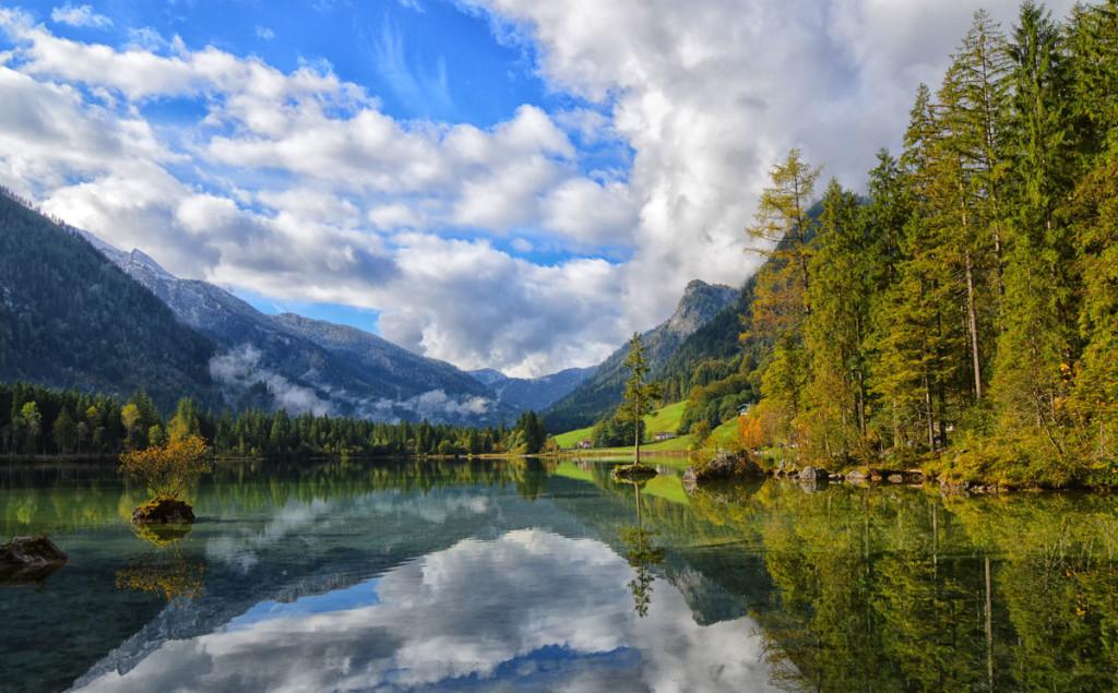 Ein Herbstmorgen am Hintersee im Bergsteigerdorf Ramsau