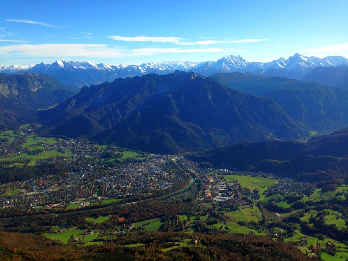Blick auf Bad Reichenhall vom Gipfel aus - Im Hintergrund die Berchtesgadener Alpen vom Hohen Göll bis zum Hochkalter