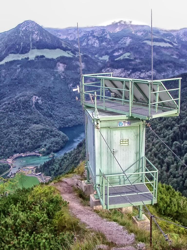 High Tech oberhalb des Königssees: Der Pseudolit der Galileo Testumgebung auf dem Grünstein © Eigenes Werk GATE-Pseudolit auf dem Grünstein © Coronium CC BY-SA 3.0 C