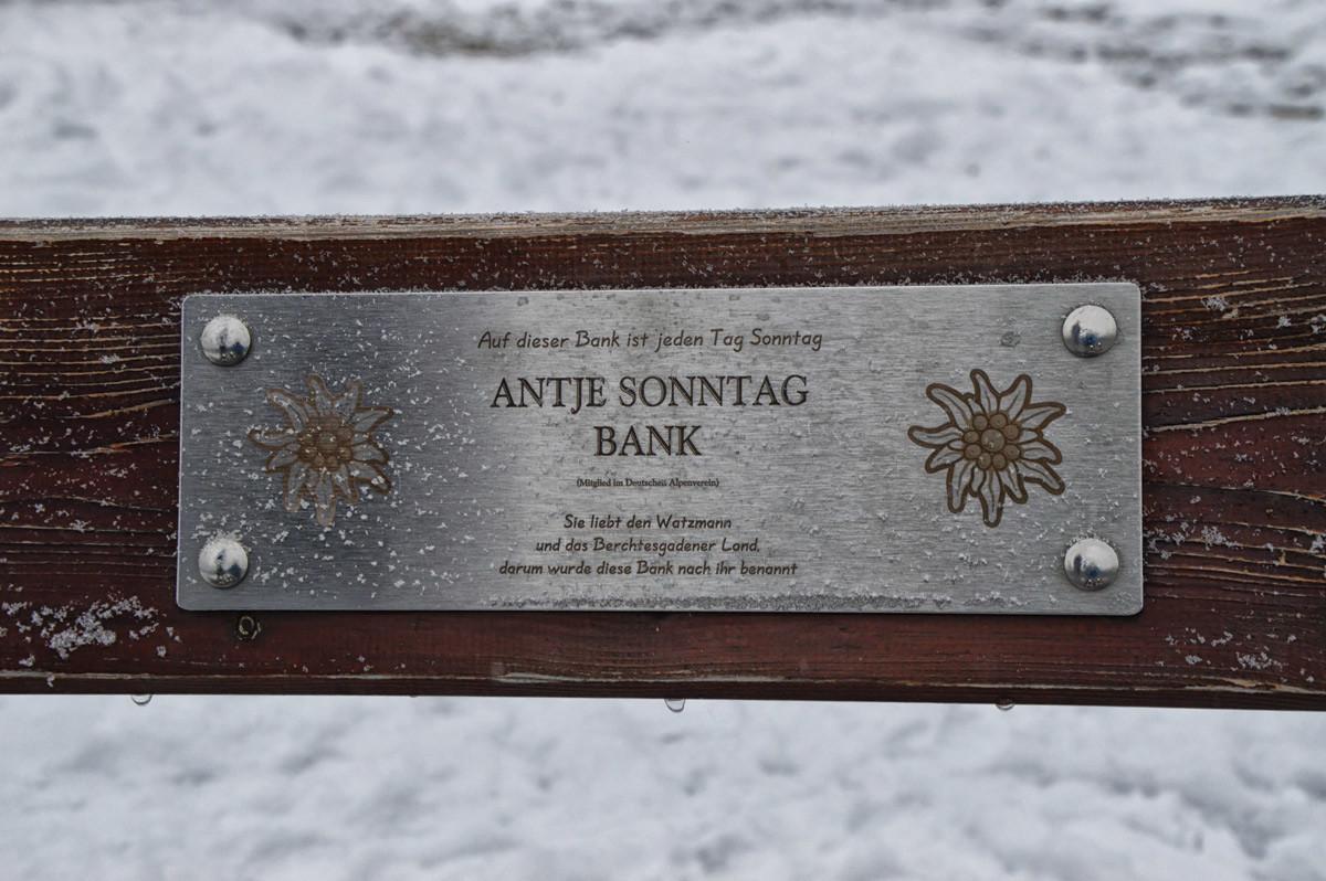 Das Schild an der Antje Sonntag Bank