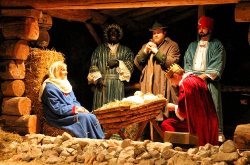 Die drei heiligen Könige überreichen Ihre Gaben