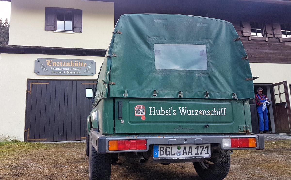 Hubsi's Wurzenschiff vor der Brennhütte Eckerleiten