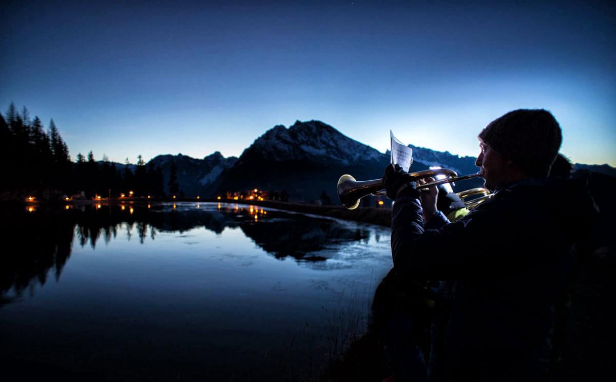 Musikalische Untermalung der Fackelwanderung © Bildwerkstatt Feiga