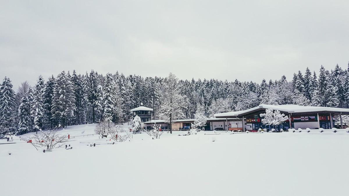 Der Aschauerweiher: Im Sommer Naturbad, im Winter Langlaufzentrum