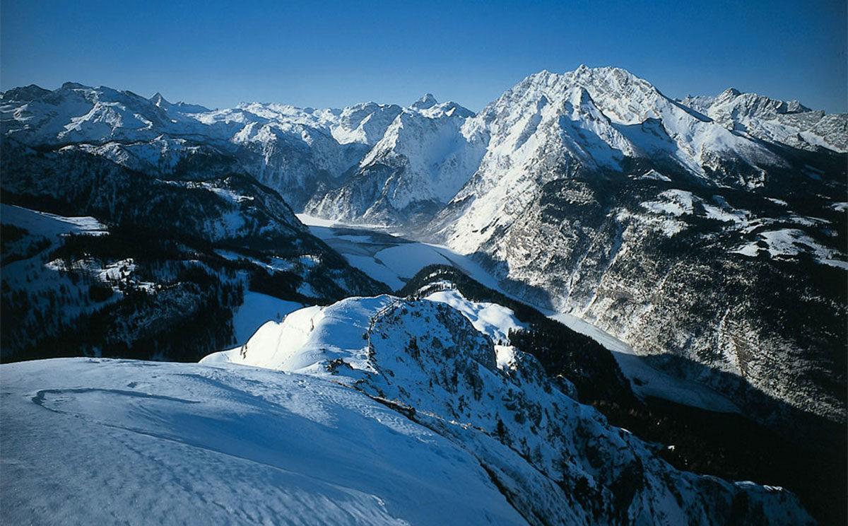 Blick vom Jenner auf den teilweise zugefrorenen Königssee