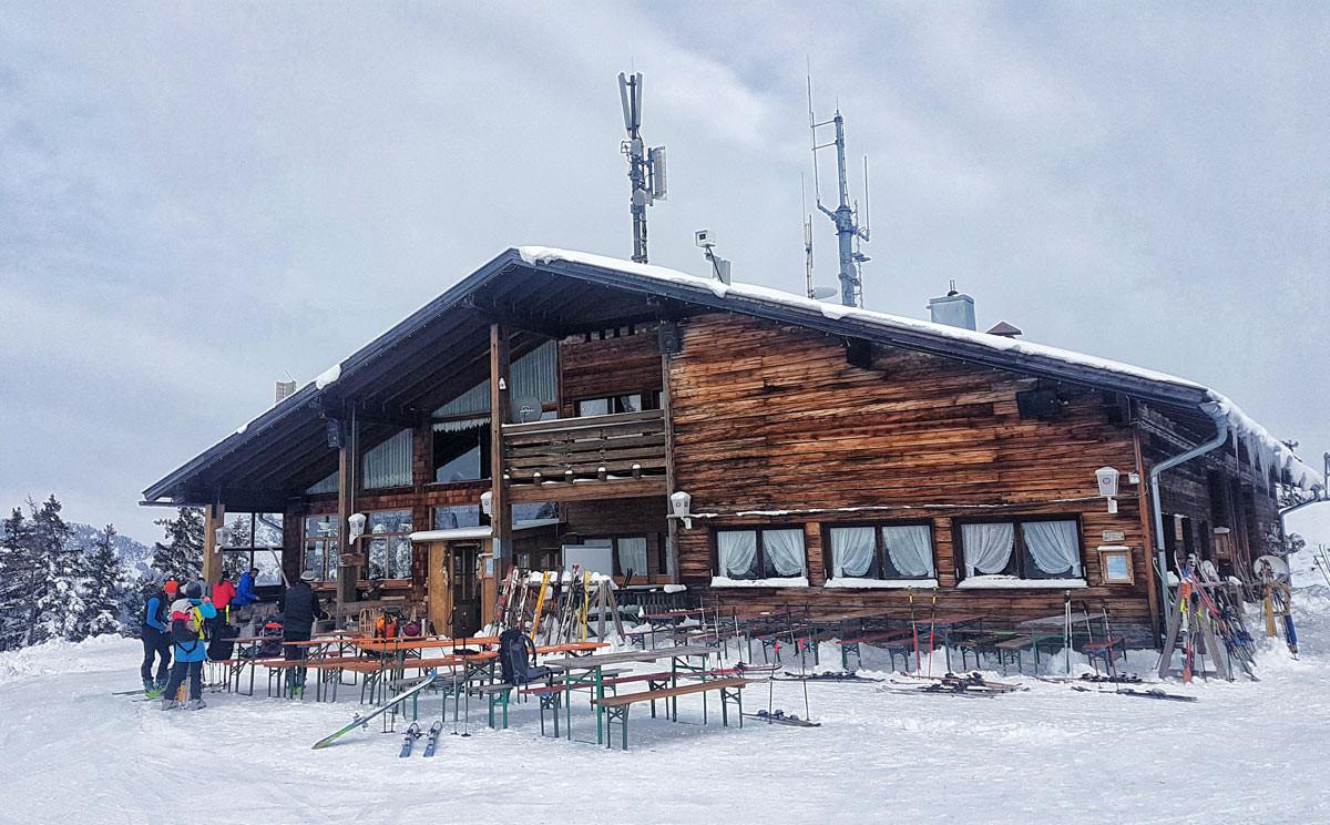 Der Hirschkaser, Ziel von Sifahrern, Skitourengehern, Rodlern und Fußgängern