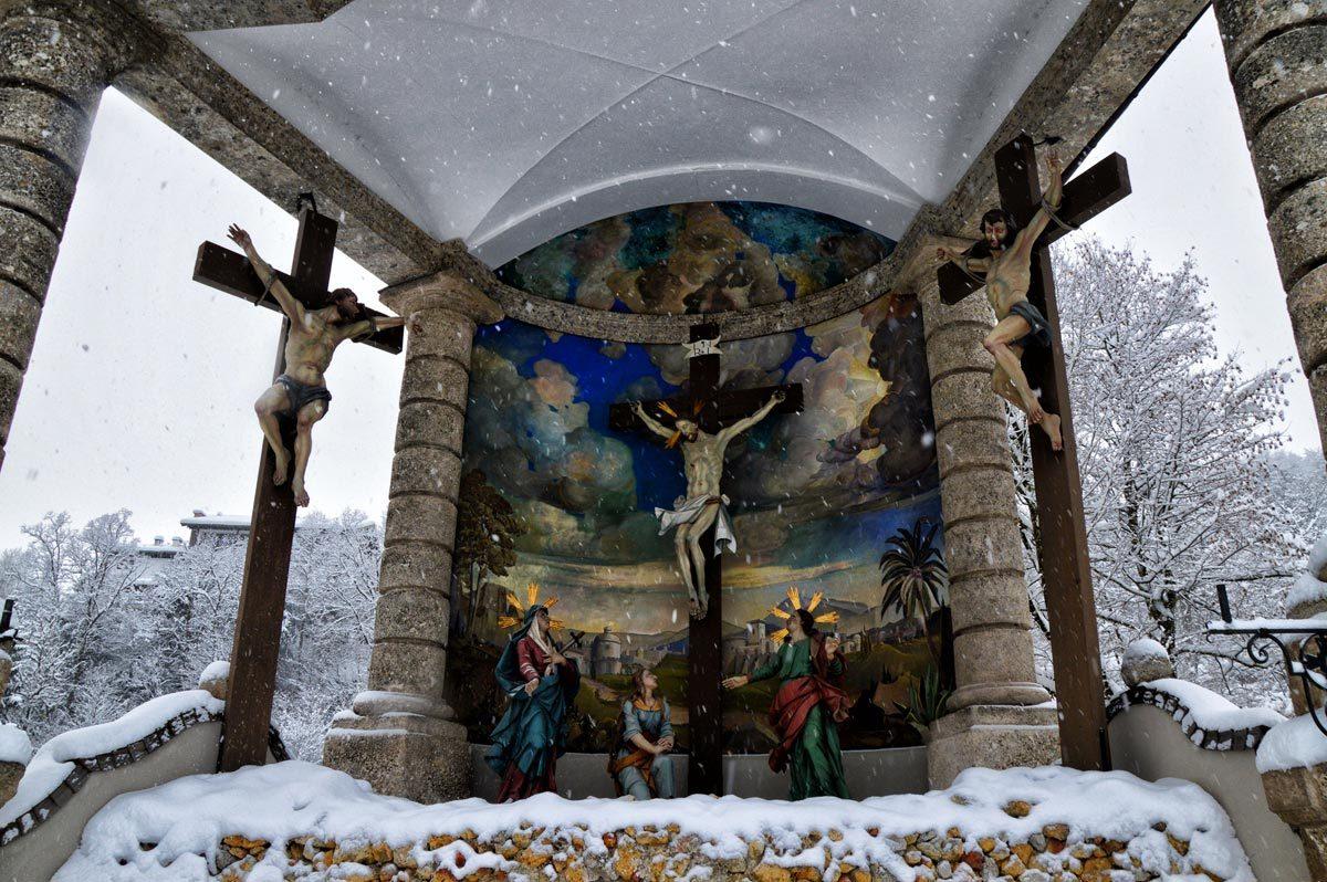 Die Kreuzigungsgruppe an der Kalvarienberg-Kapelle Berchtesgaden