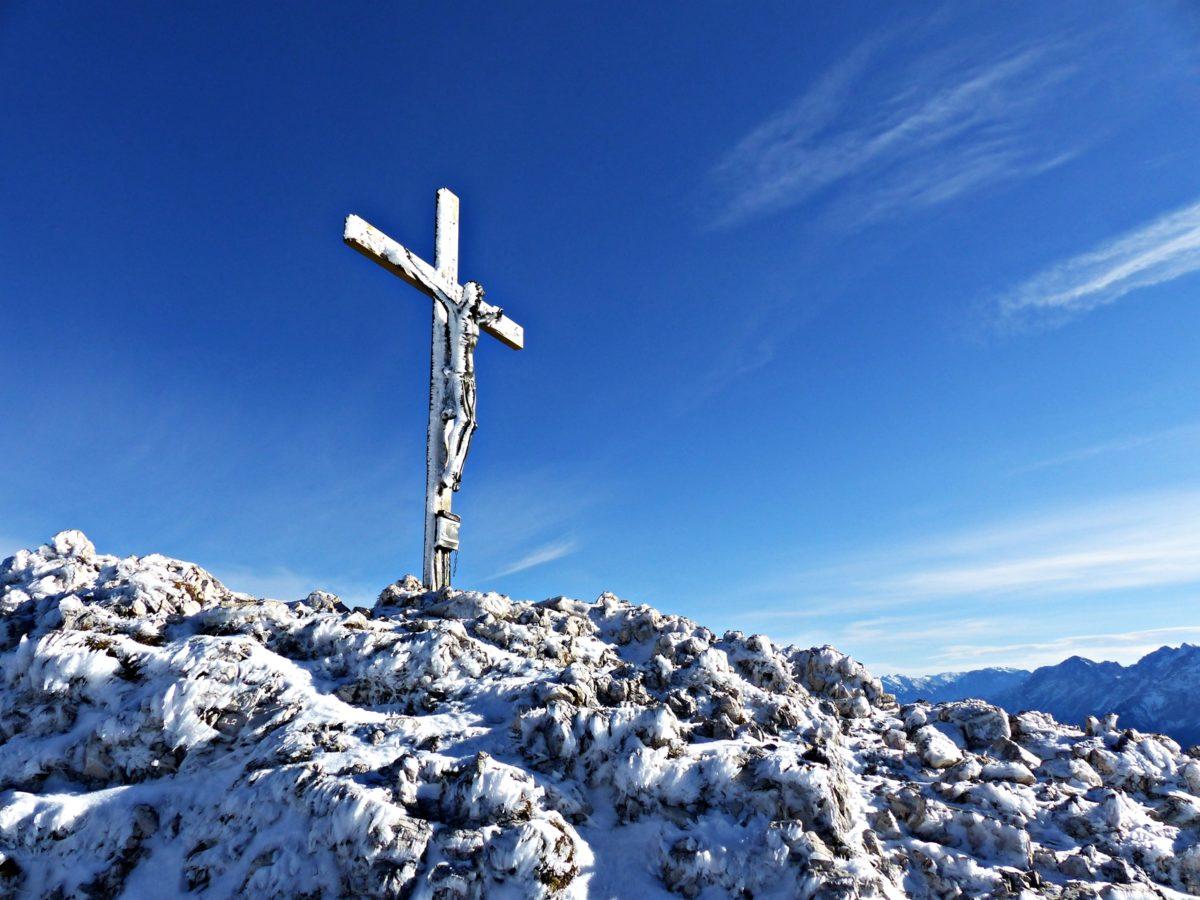 eingefrorenes Gipfelkreuz © Ann-Kathrin Helbig