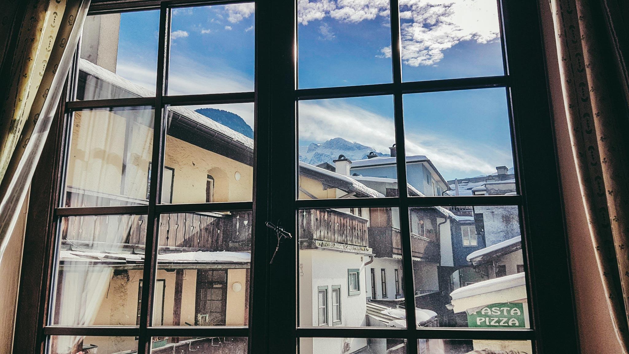 Blick aus dem fenster land  Pepis Baukantine im Wirtshaus Goldener Bär Berchtesgaden