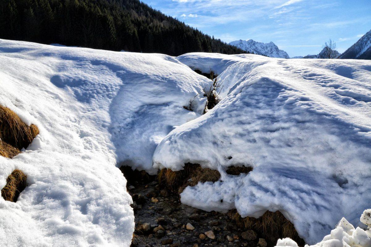 Die tief verschneite Holzwehrebene im Pfaffental