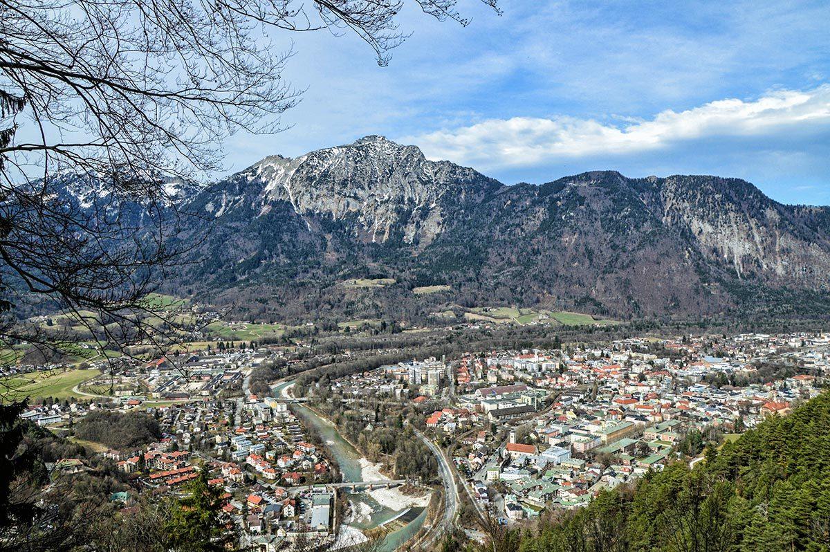 Blick von der Bildstöcklkapelle über die Stadt Bad Reichenhall zum Hochstaufen