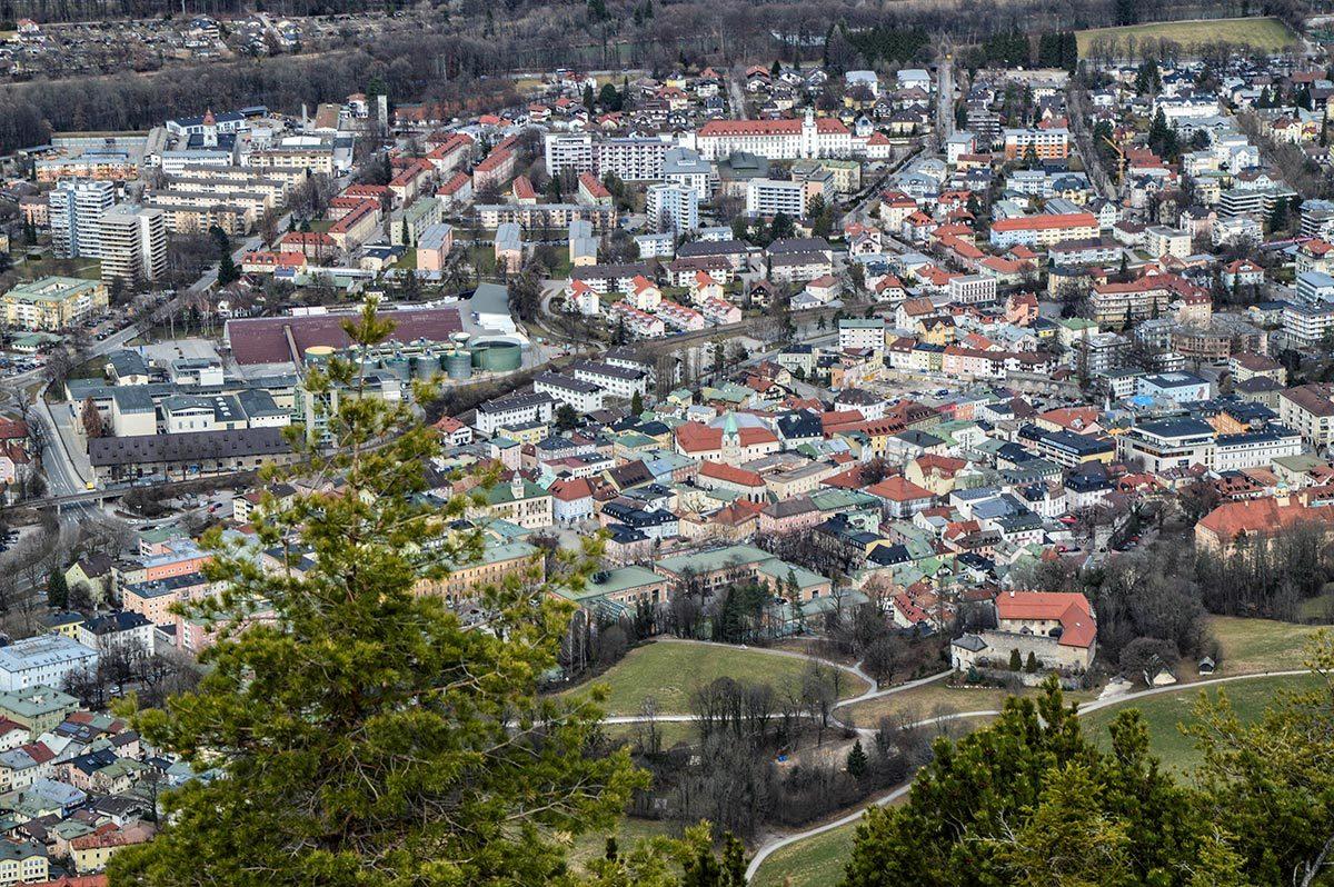 Blick vom Dötzenkopf in die Alpenstadt Bad Reichenhall