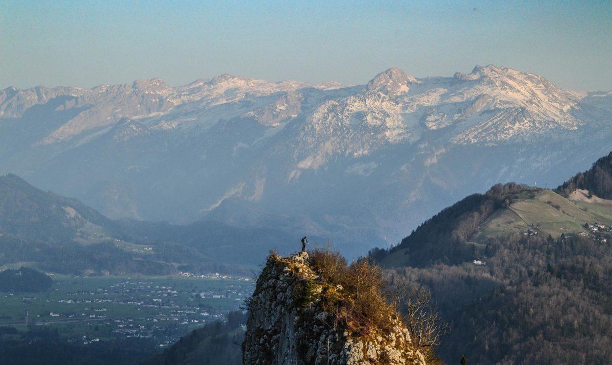 Logenplatz: Ein Bergsteiger auf dem Kleinen Barmstein genießt die Aussicht