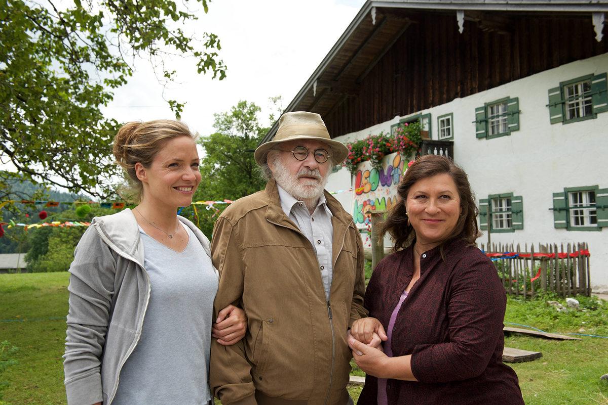 Auf dem Lorenzhof freuen sich alle auf Opa Leos Rückkehr aus der Reha © ZDF | Kerstin Stelter