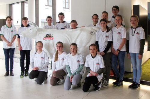 15 Mädchen und Jungen informierten sich am Boys- und Girlsday über 7 verschiedene Ausbildungsberufe in der Molkerei Berchtesgadener Land.