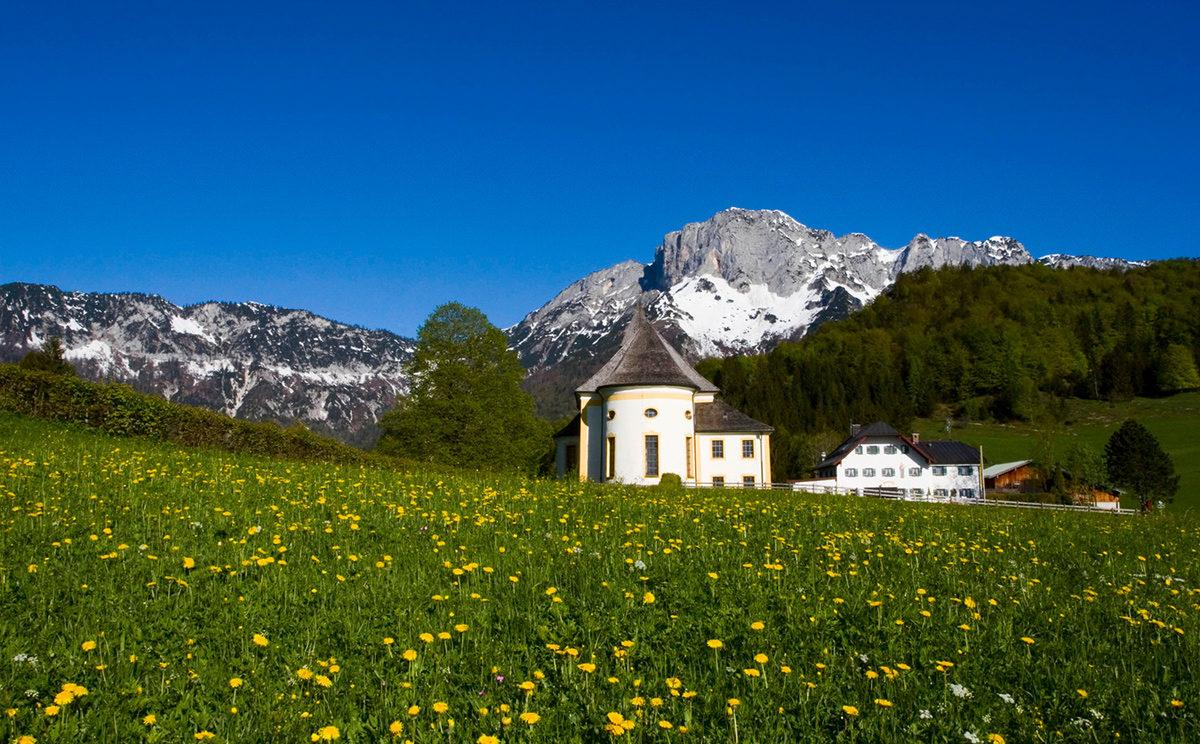 Wallfahrtskirche Maria Heimsuchung vor dem Untersberg