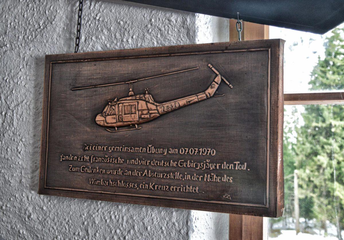 Gedenktafel an den Hubschrauberabsturz im Wimbachschloss