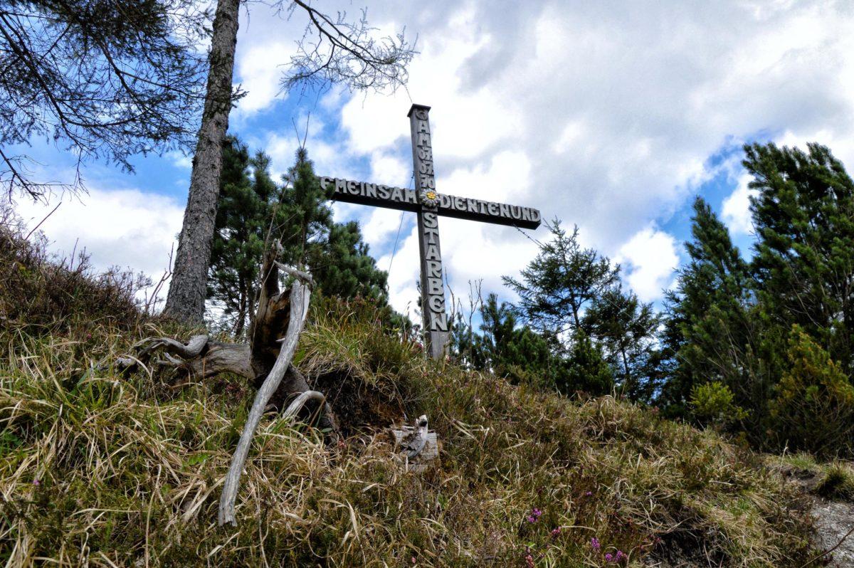 Das Gedenkkreuz im Wimbachgries