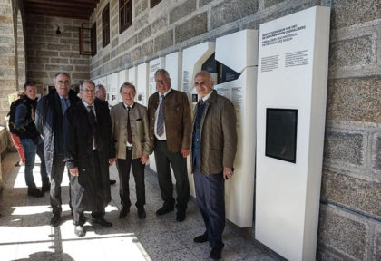 Landrat Georg Grabner (Mitte) zusammen mit den Mitgliedern des Stiftungsrates der Berchtesgadener Landesstiftung