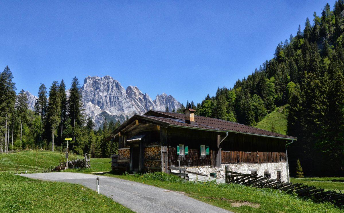 Am Hirschbichl, der Grenze zwischen dem Berchtesgadener Land und dem Salzburger Saalachtal