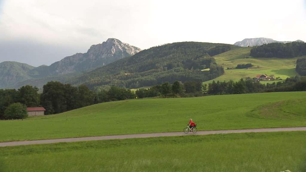 Radln auf dem Salinenweg bei Anger © Bayerischer Rundfunk