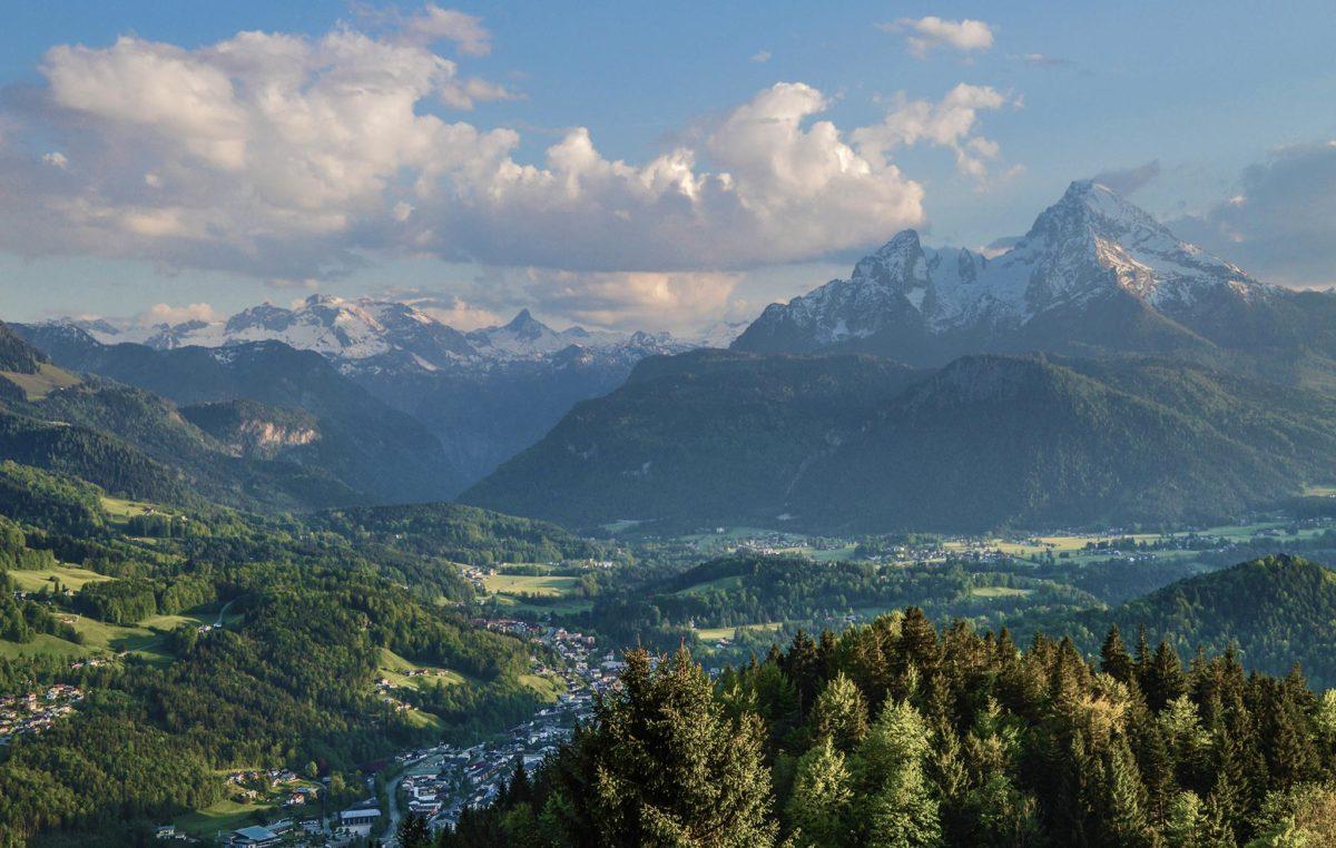 Es wird Abend über Berchtesgaden und dem Watzmann