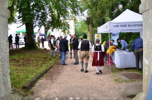großes Interesse der Gäste am Biosphärentag in Höglwörth © Biosphärenregion Berchtesgadener Land