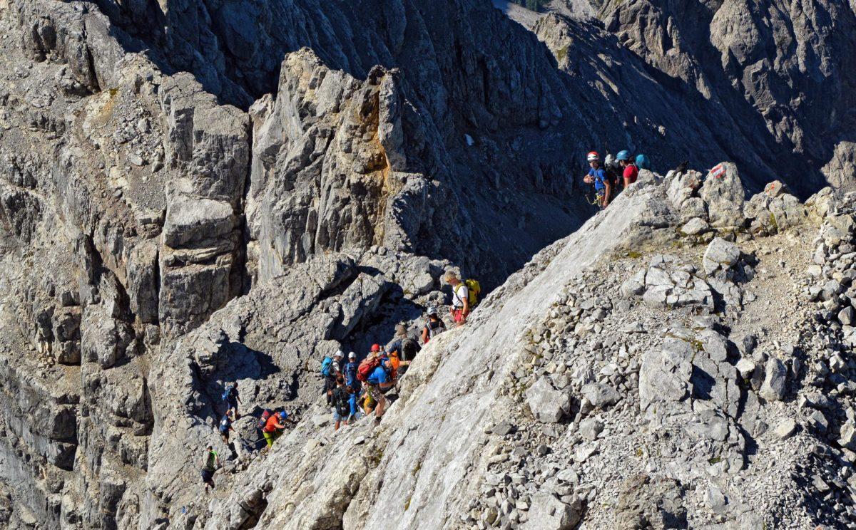 Viele Bergsteiger sind unterwegs auf der Watzmann-Überschreitung