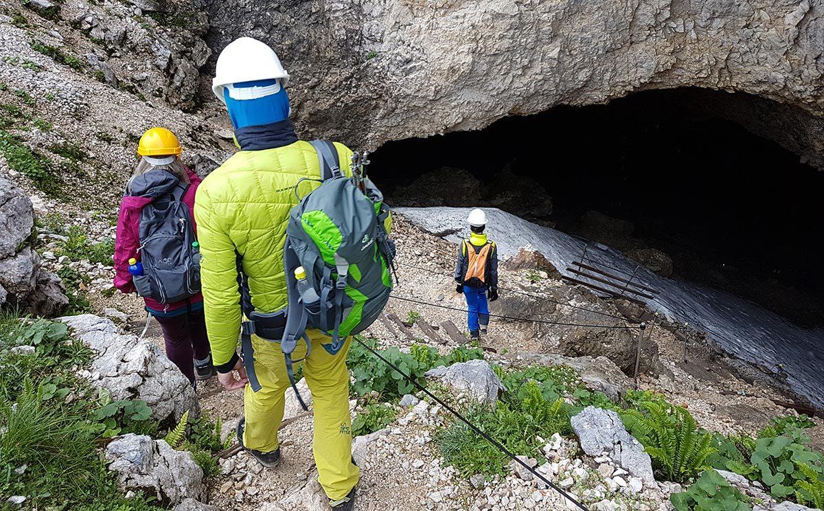 Einstieg in die Schellenberger Eishöhle