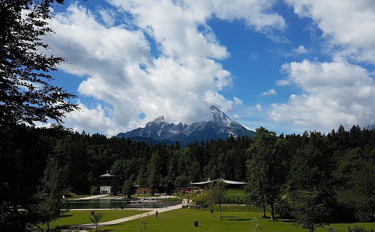 Naturbad Aschauerweiher vor dem Watzmann