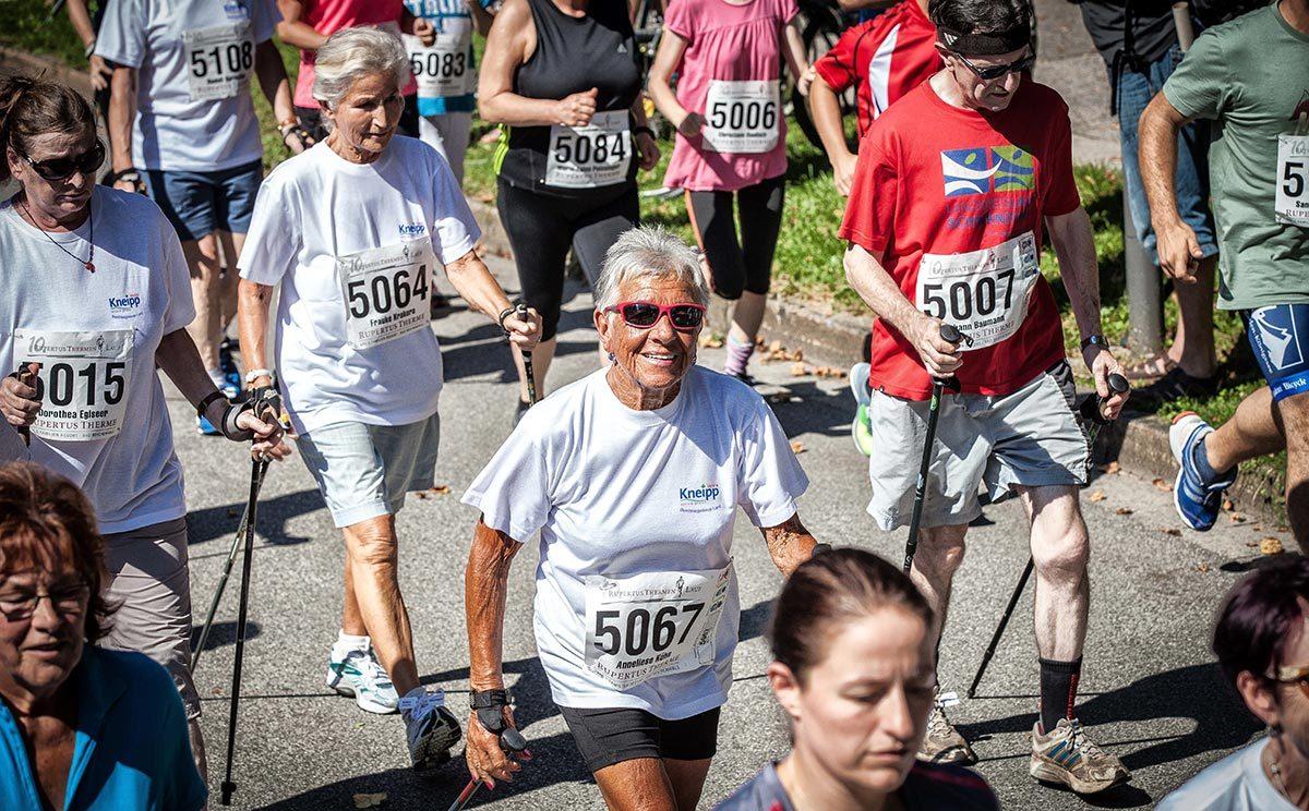5 Kilometer Nordic Walker beim RupertusThermen Lauf