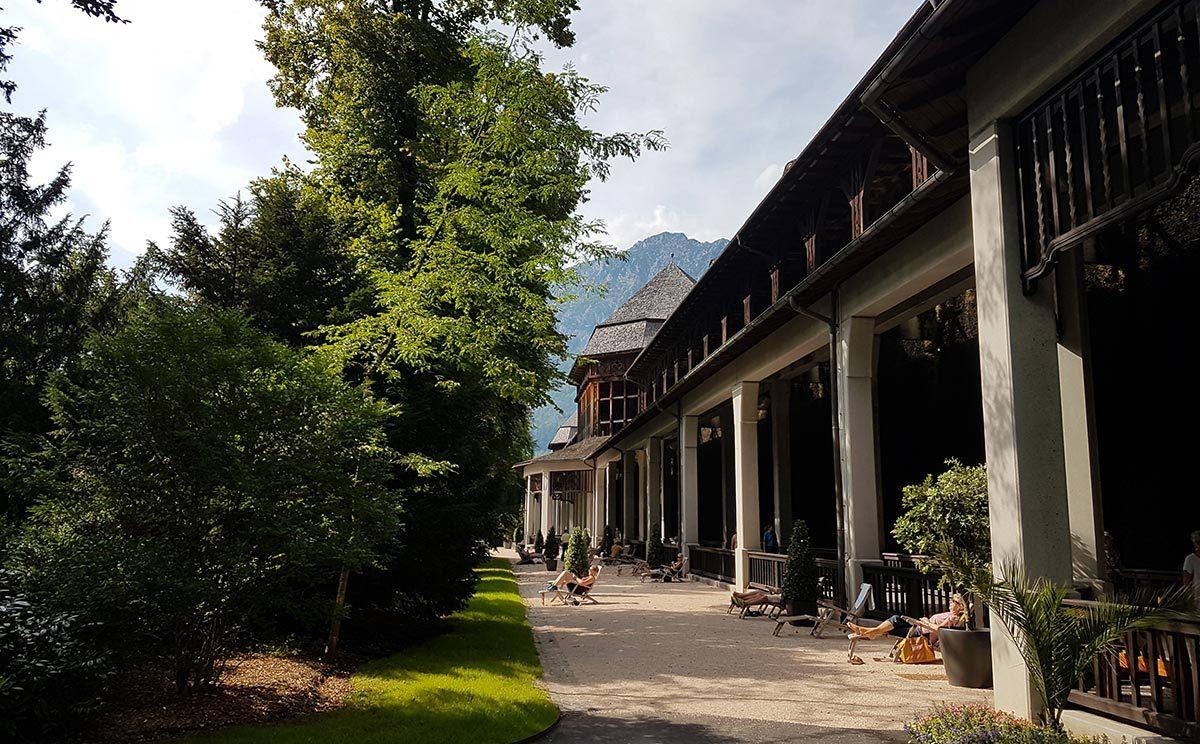 frische Luft vorm AlpenSole-Freiluft-Inhalatorium (Gradierhaus)