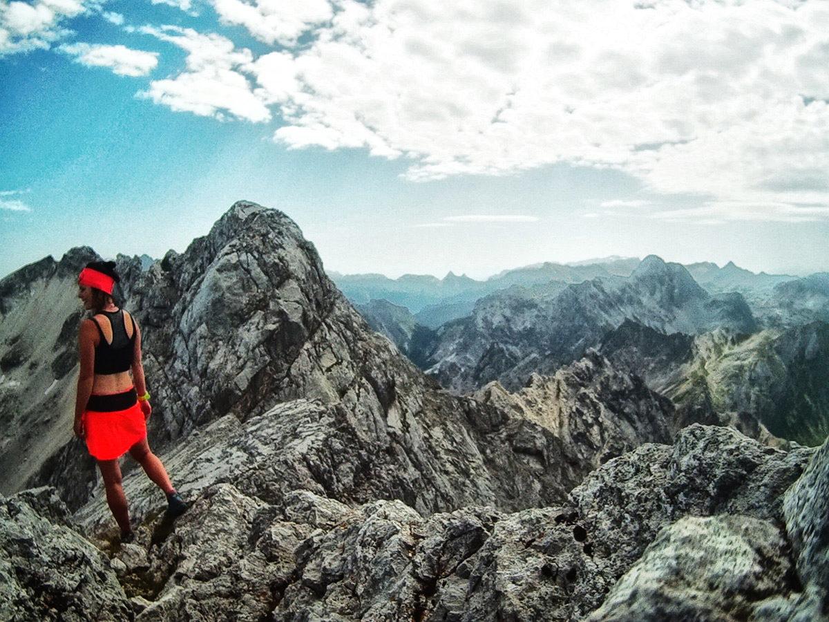Kurz vor dem Gipfel gestaltet sich der Weg felsiger