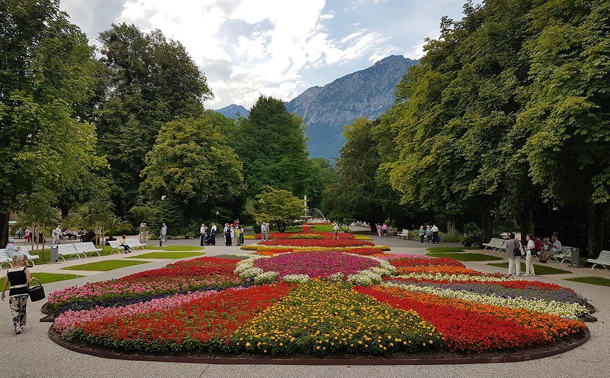 Das Herz- und Prunkstück des Königlichen Kurgartens: Das Holländische BeetDas Herz- und Prunkstück des Königlichen Kurgartens: Das Holländische Beet