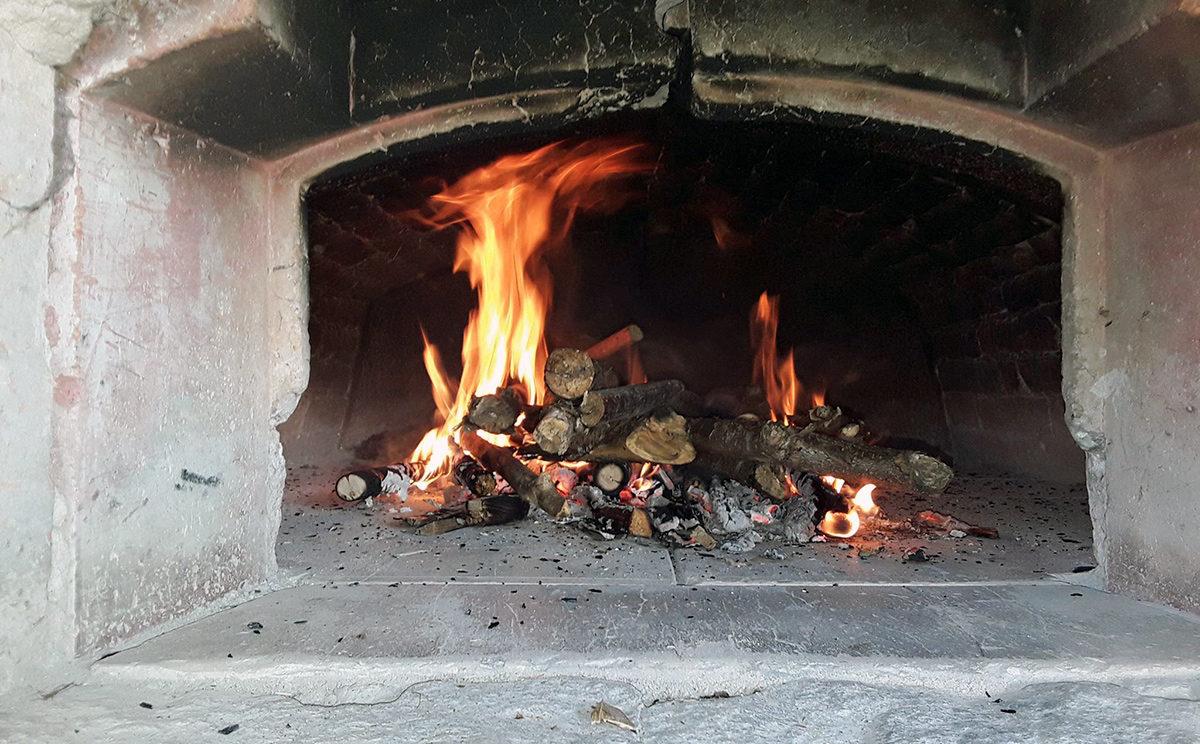 Brotbacken im Bauern Steinofen